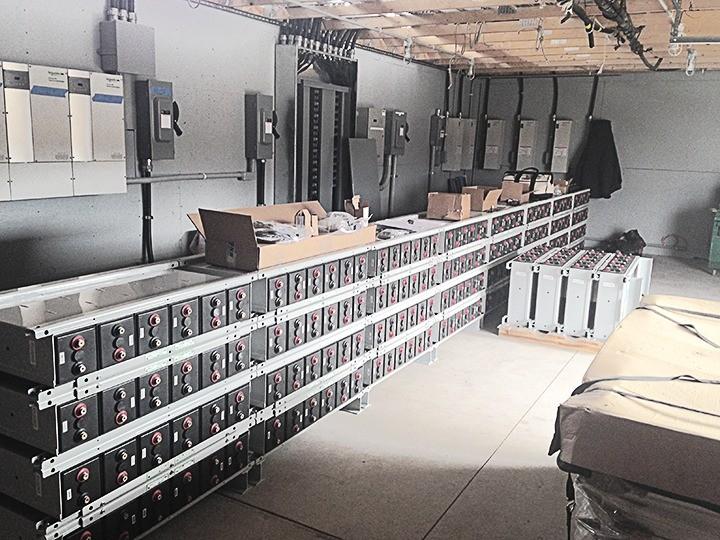 Banc mare de baterii, cu clădire proprie