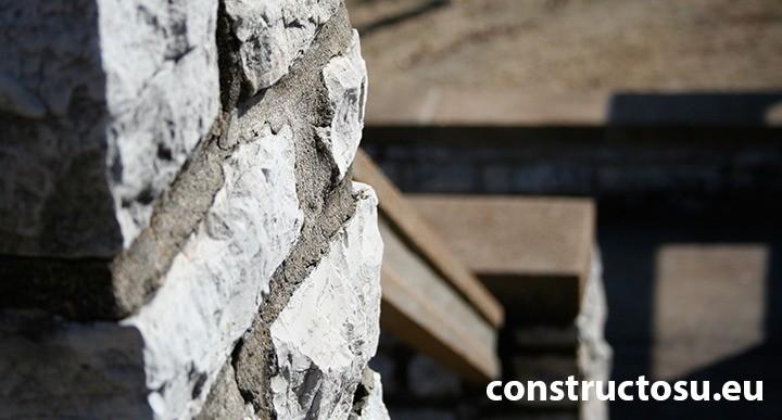 Perete din zidărie de piatră naturală provenită din carieră