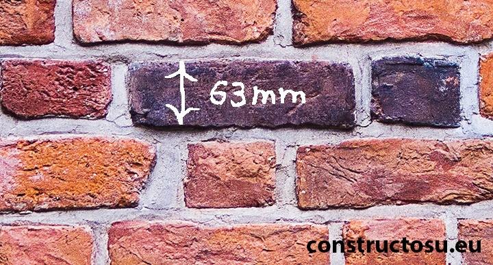 Care este înălțimea unei cărămizi pline?
