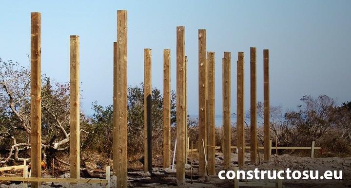 Piloni construcție casă de lemn