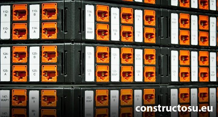 Panou de date în care se conectează cablurile